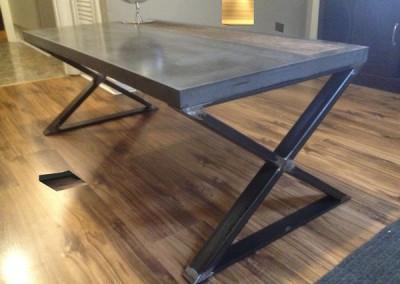 tendance-metal-Table-metal-beton